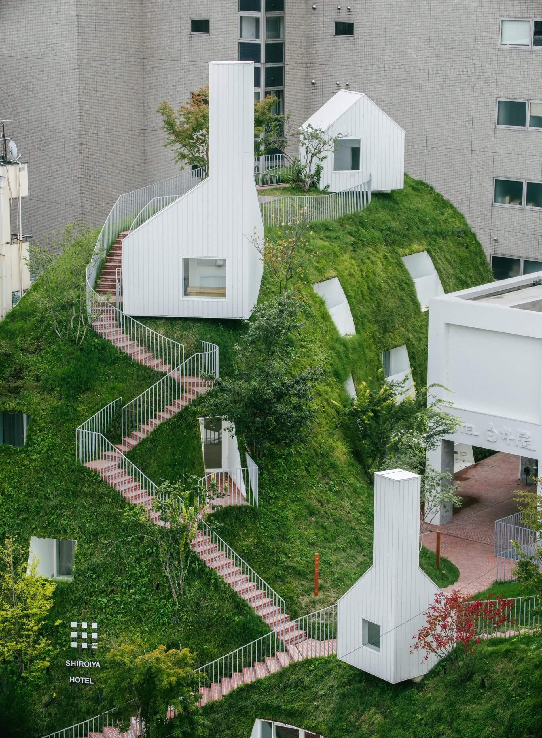 افزودن دهلیز غول پیکر و تپه سبز به هتل
