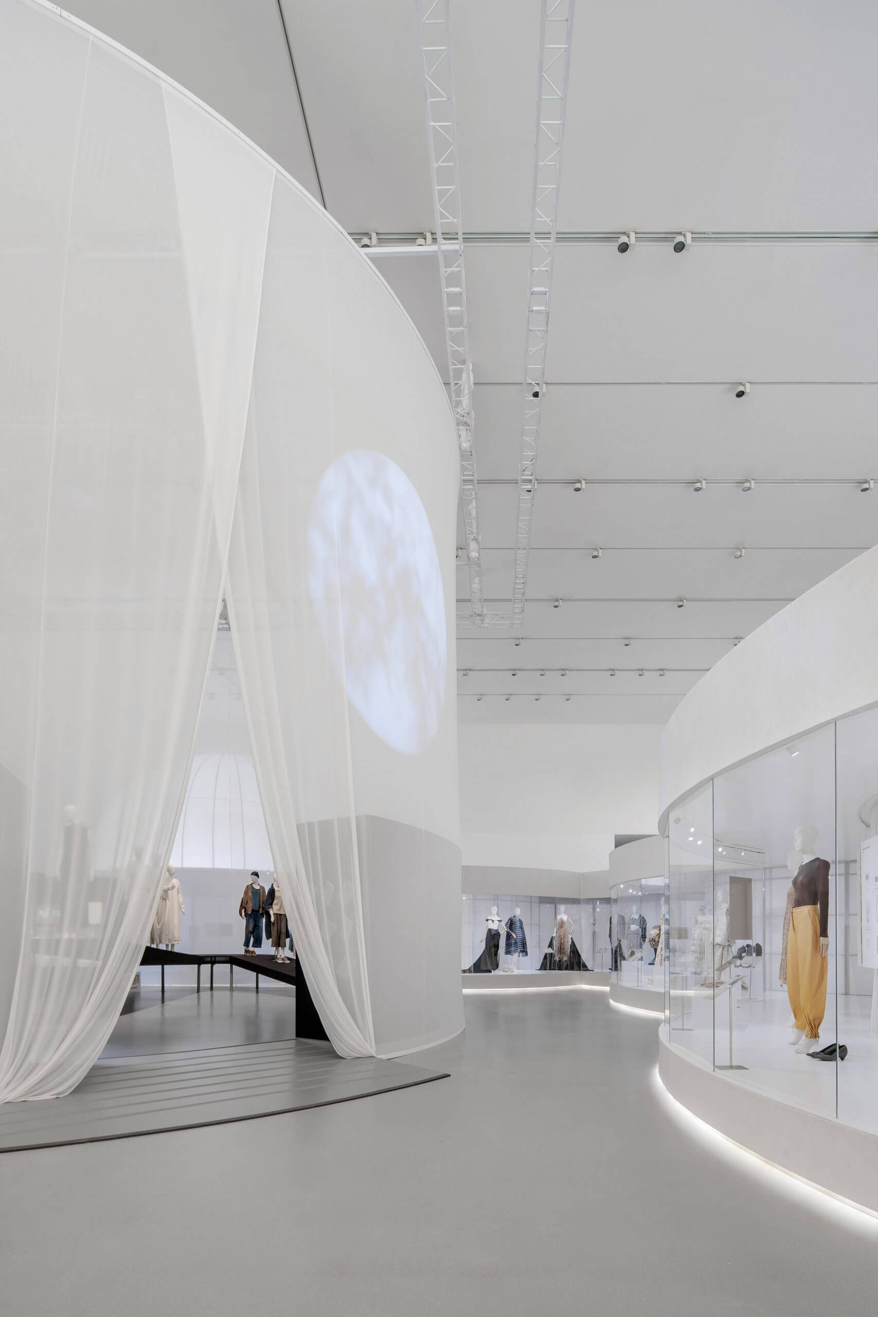 Studio 10 divides up Fashioned from Nature exhibition with translucent corridors