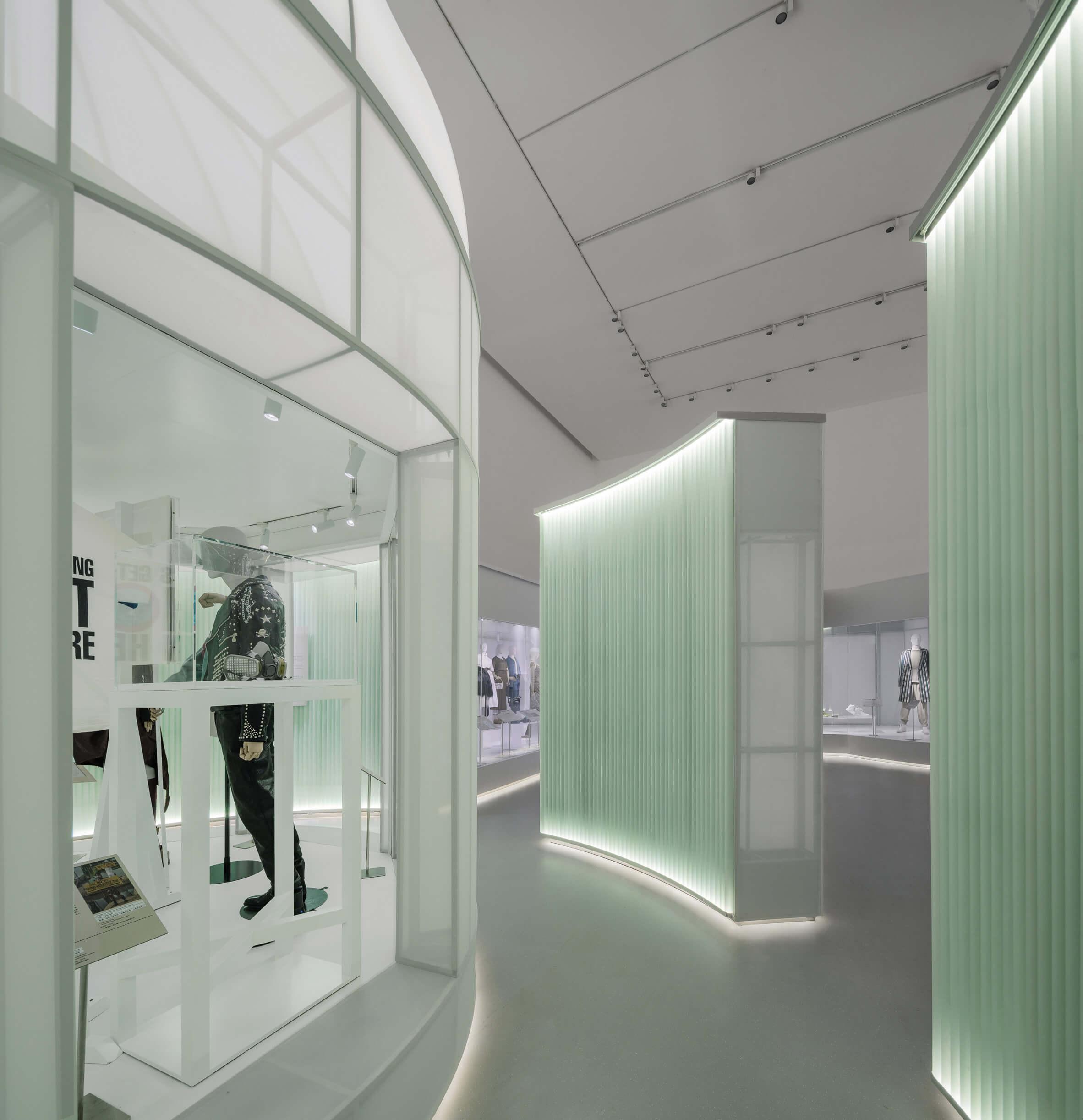 استودیو 10 نمایشگاه مد، با راهروهای شفاف