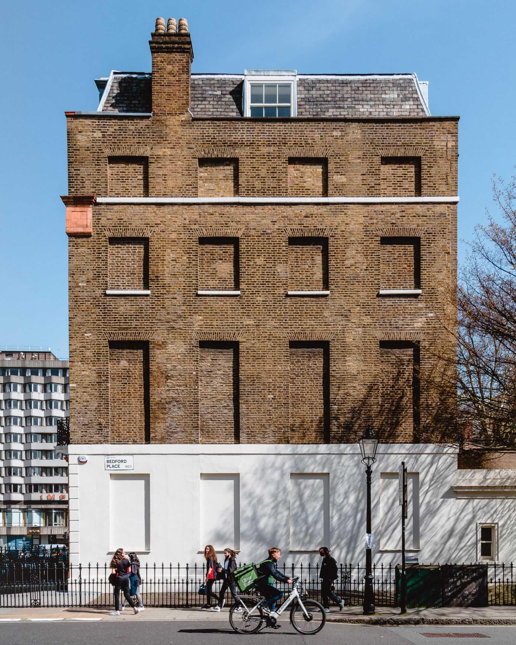 Daylight Robbery،پنجره های خشتی در لندن
