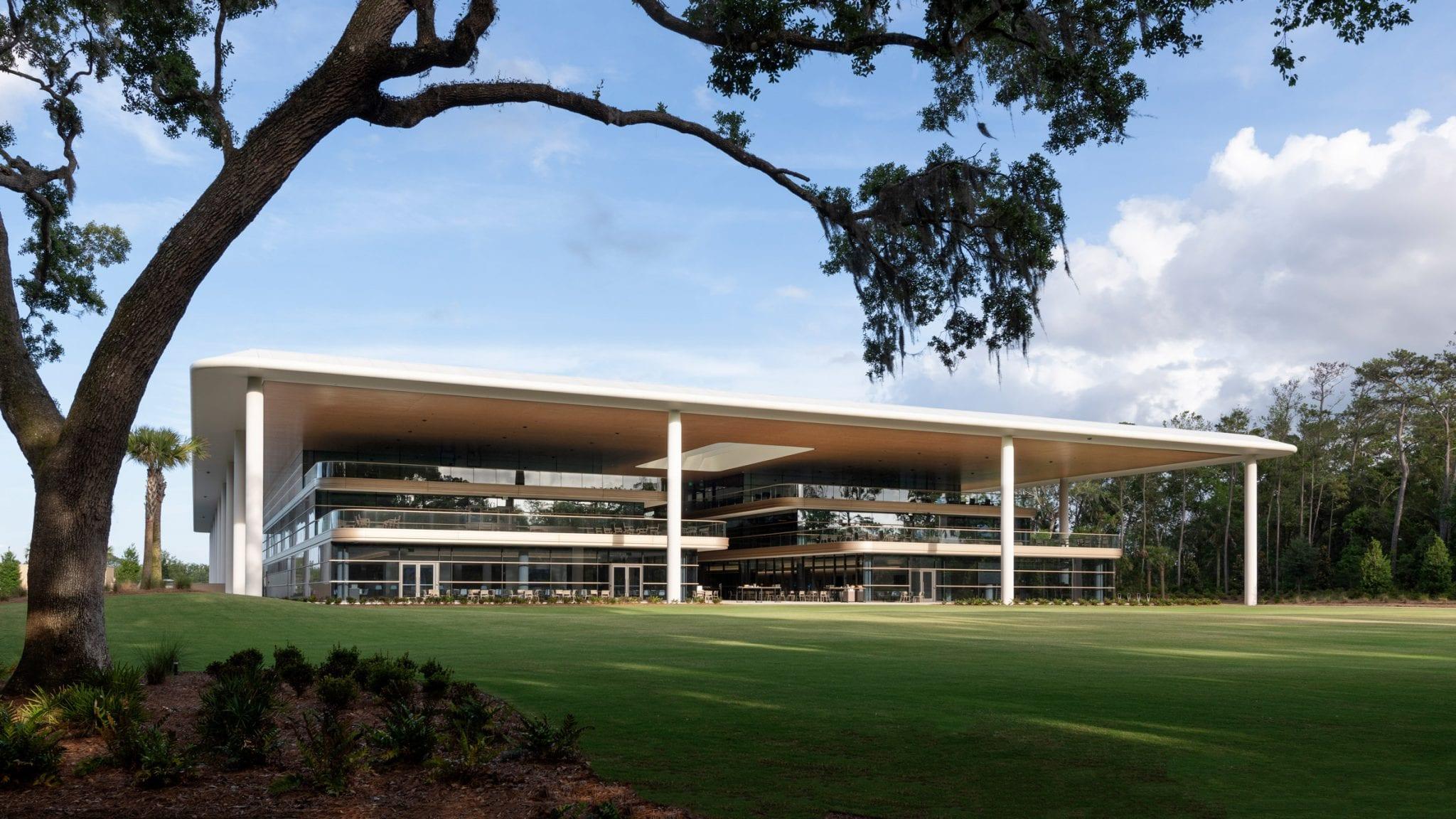 سقف بیش از حد بزرگ در بالای PGA Tour